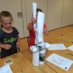 Een toren bouwen van papier